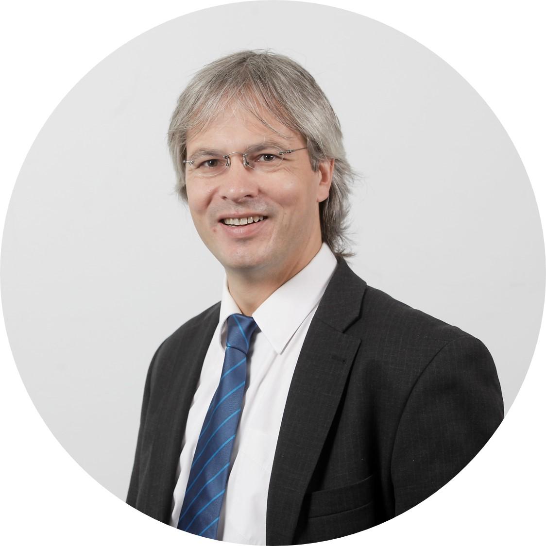 Zu sehen ist das Profilbild von Prof. Dr. Wolfgang Irrek.